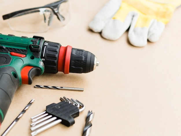 Perforador con boquillas cerca de material de protección