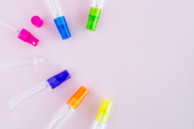 Perfume de vidrio transparente y botella de spray cosmético