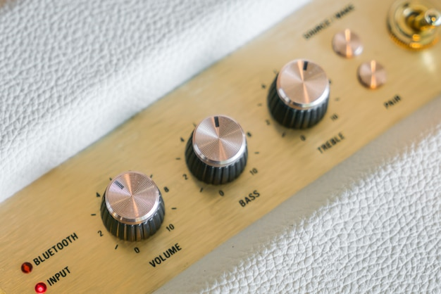 Perilla de control de volumen del amplificador de alta fidelidad.