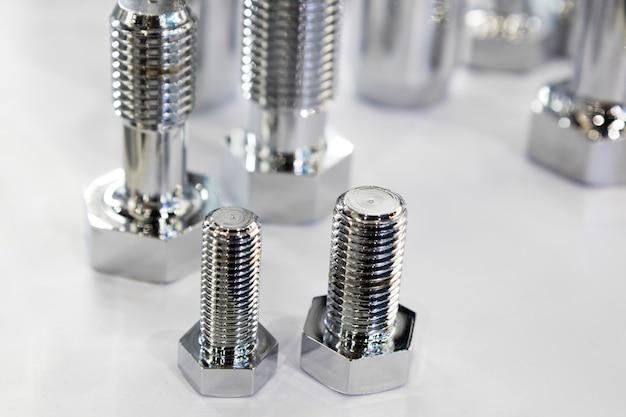Los pernos pequeños para máquina industrial.