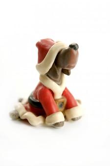 Perro de plastilina hecho a mano, vestido de navidad santa