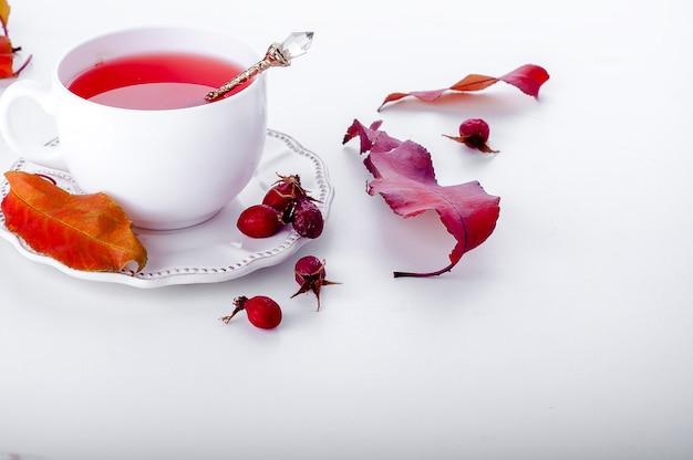 Perro rosa té - bebida saludable otoño