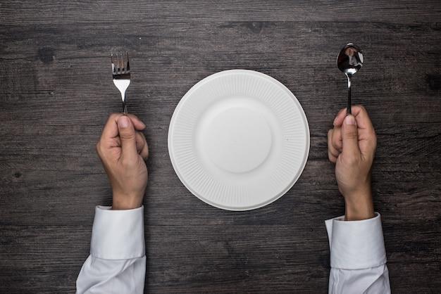 Persona preparada para comer