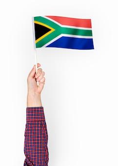 Persona que agita la bandera de la república de sudáfrica