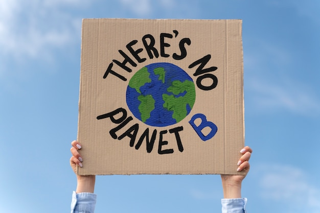 Persona que protesta por el cambio climático