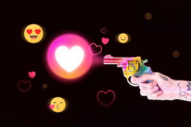 Persona de reacción de las redes sociales del corazón disparando una mezcla de medios de pistola colorida