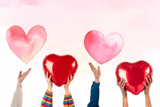 Personas con corazones para san valentín y rsquo; celebracion