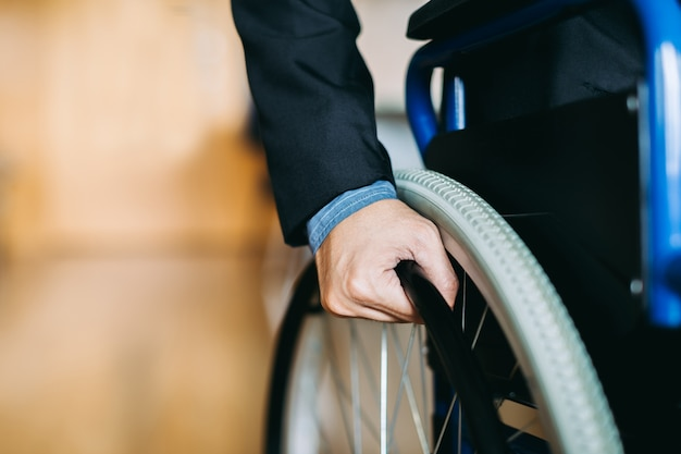 Las personas con discapacidad pueden acceder a cualquier lugar con silla de ruedas, de forma independiente en transportatio