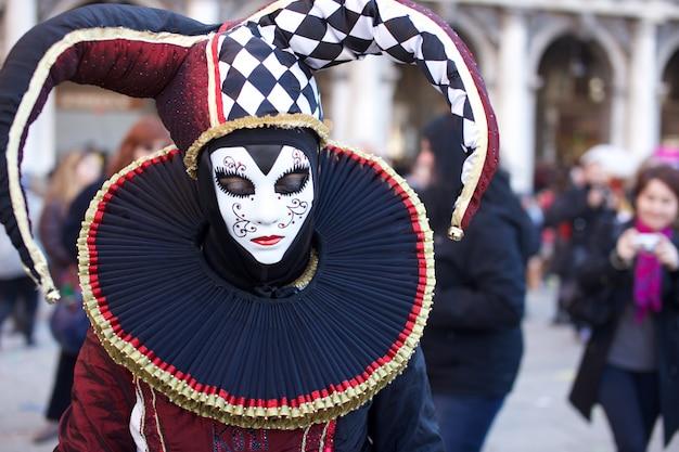 Personas disfrazadas en el carnaval de venecia