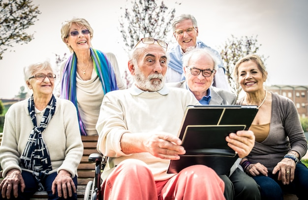 Personas mayores en una casa de retiro