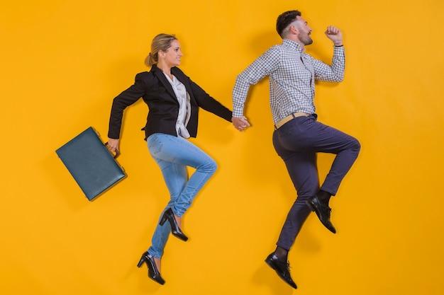 Personas de negocios flotando con un maletín
