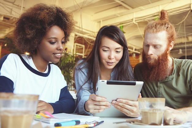 Personas, negocios, tecnología y comunicación.