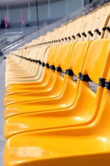 Perspectiva del asiento amarillo en el estadio