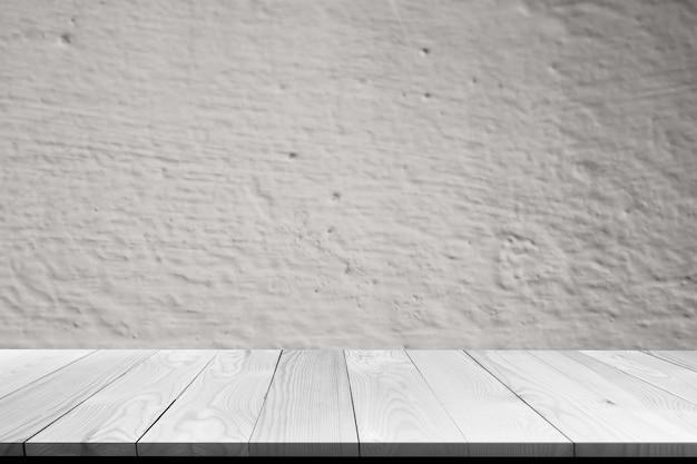 Perspectiva de madera mesa en blanco con cemento gris antiguo áspero y estructura de grieta borroneada. mostrar textura vintage pared oscuro patrón sucio fondo de hormigón. sala de interiores. concepto de material de diseño.
