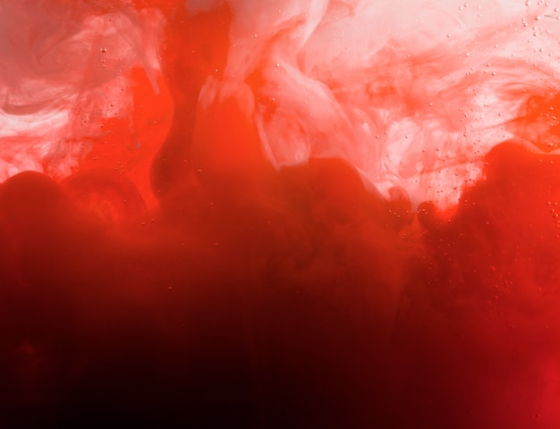 Pesada nube roja de neblina