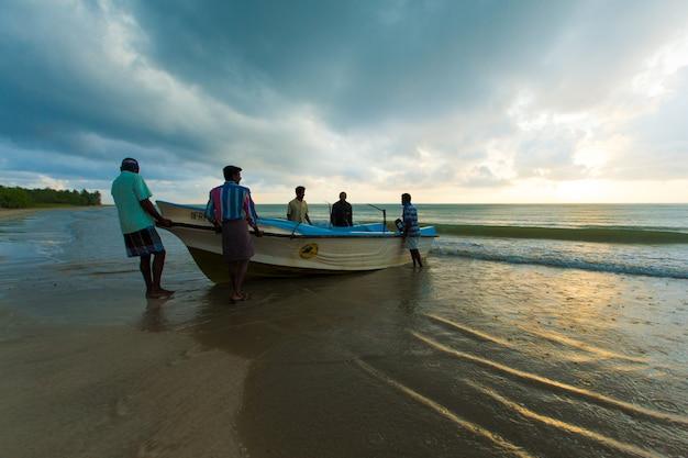 La pesca en sri lanka es la forma en que se ganan la vida.