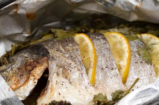 Pescado al horno con limón