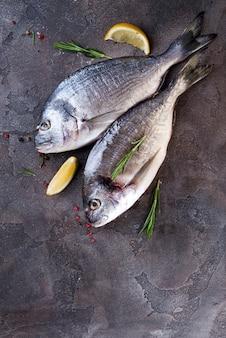 Pescado crudo fresco