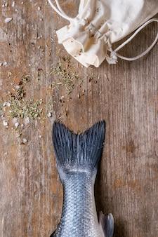 Pescado crudo de lubina