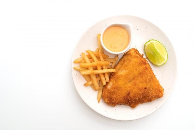 Pescado frito y papas fritas