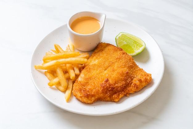 Pescado frito con patatas fritas