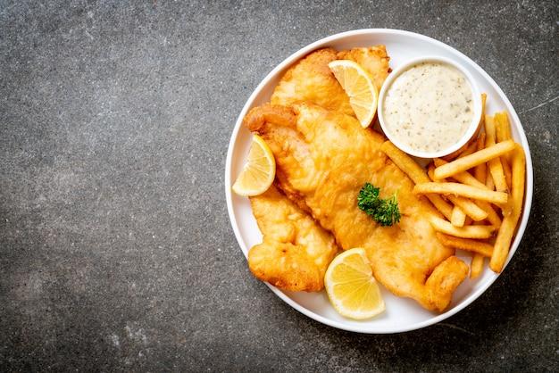 Pescado y papas fritas con papas fritas