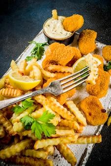 Pescado y papas fritas con salsa tártara