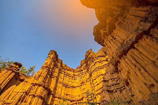 Pha chau, el gran cañón en el parque nacional de mae wang en el chiangmai tailandia.