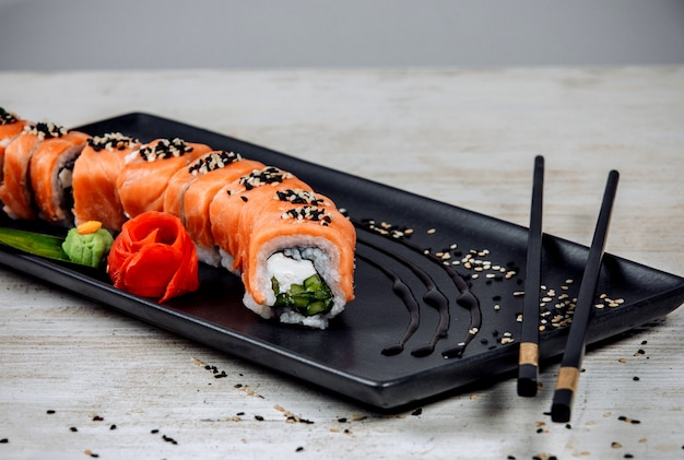 Philadelphia rolls con salmón y pepino