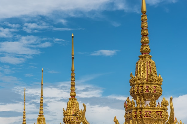 Phra ubosot en el templo budista wat lo sutthawat