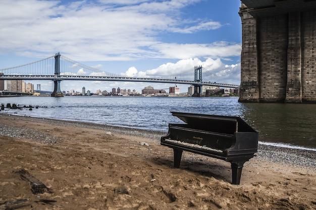 Piano en manhattan. nueva york.