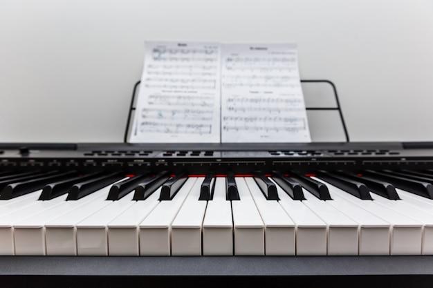 Piano y teclado de piano