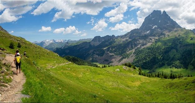 El pic du midi ossau en los pirineos franceses
