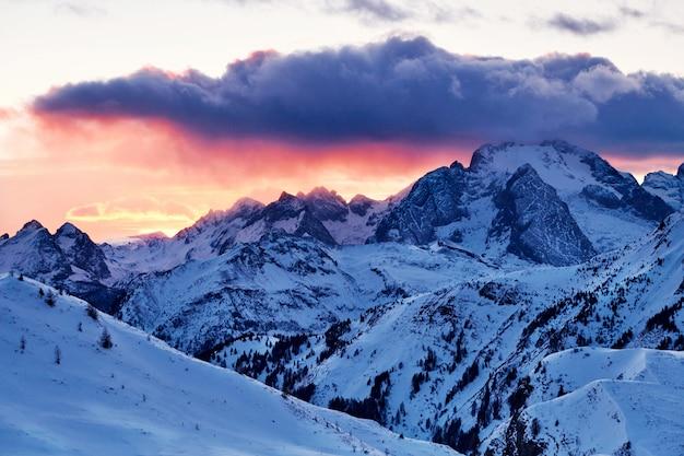 Pico de la montaña marmolada
