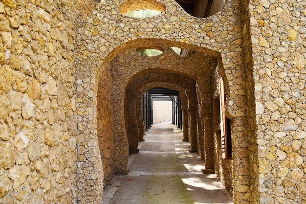 Piedra amarilla del túnel
