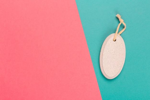 Piedra pómez cosmética en un bicolor brillante.