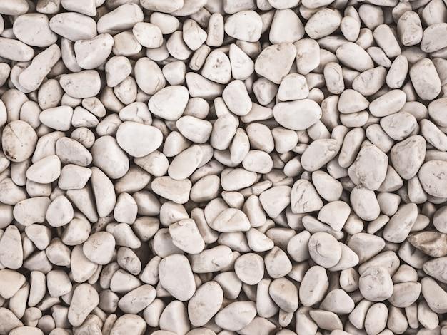 Piedras decorativas, piedras redondas sobre fondo blanco.