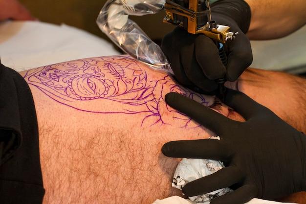 Pierna de tatuaje