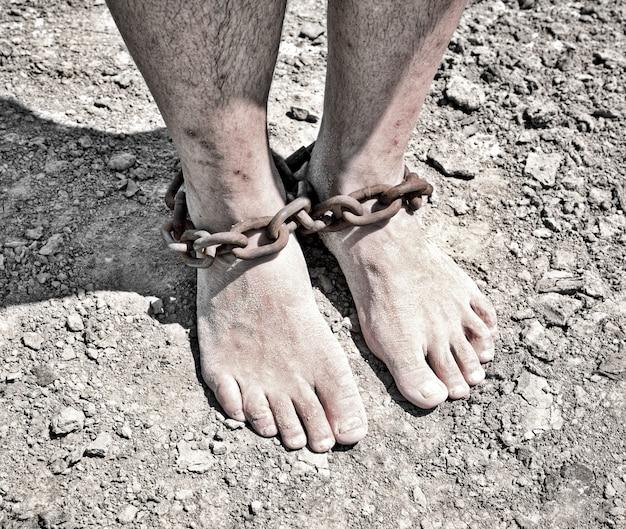 Las piernas de los hombres son de hierro