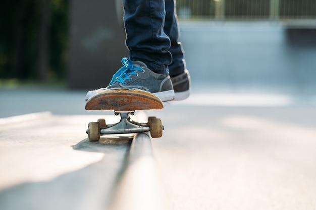 Pies de skater. hábito deportivo y vida activa.