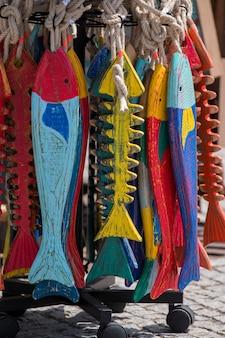 Pieza de arte de pescado de madera