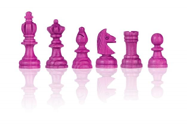 Piezas de ajedrez rosa aisladas en blanco
