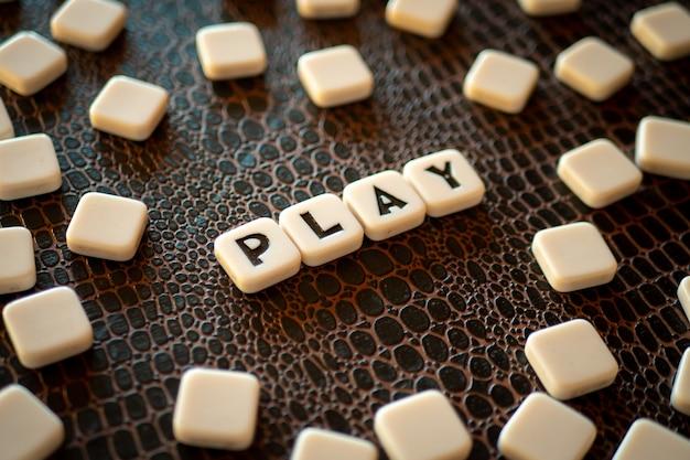 Piezas del juego de crucigramas que forman la palabra