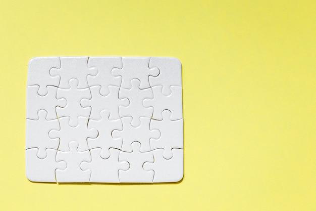 Piezas de rompecabezas blancas