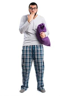 Pijamas gesto que cubre sueño despierto