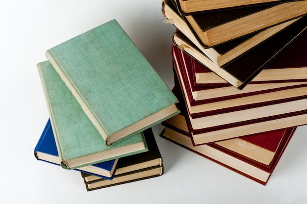 Pila alta de libros