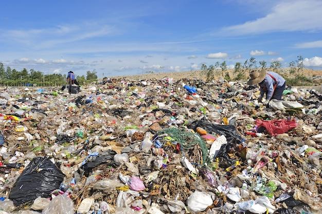 Pila de basura doméstica en tailandia.