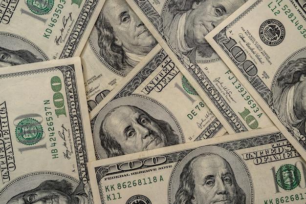 Pila de billetes de 100 dólares de dinero americano