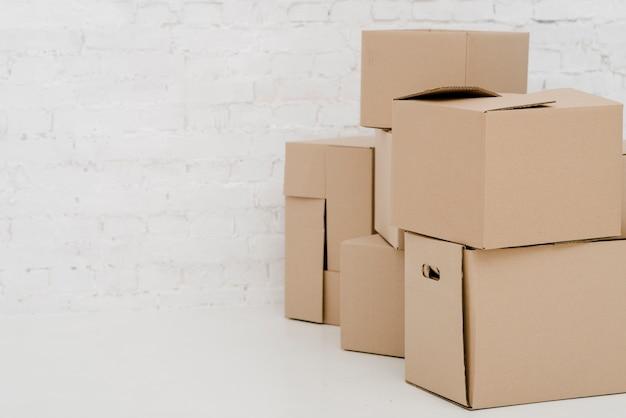 Pila de cajas de cartón