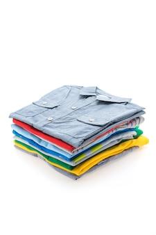 Pila de camiseta y polo